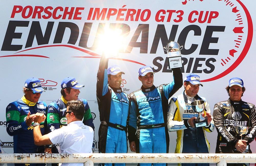 Pódio da Cup no Endurance em Goiânia (Foto: Divulgação/Alex Farias/Porsche Império GT3)