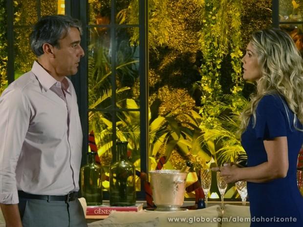 Heloísa não quer mais esperar para ser feliz e se declara para Thomaz (Foto: Além do Horizonte/TV Globo)