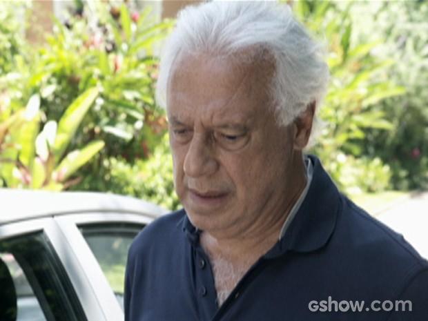 César se humilha diante de Pilar (Foto: Amor à Vida/TV Globo)