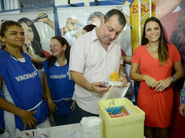 Campanha de vacinação contra o HPV começou nesta sexta em Manaus (Foto: Alex Pazuello/Agecom)