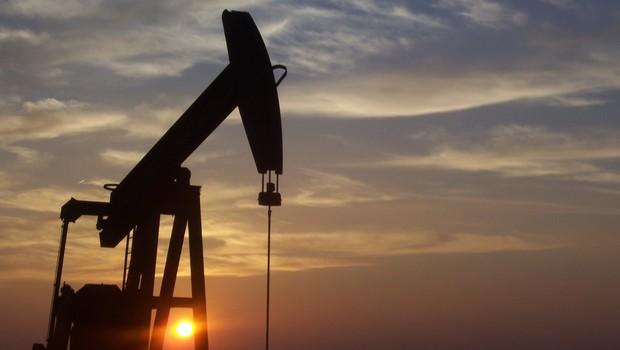 Estoques globais de petróleo devem continuar a crescer em 2016