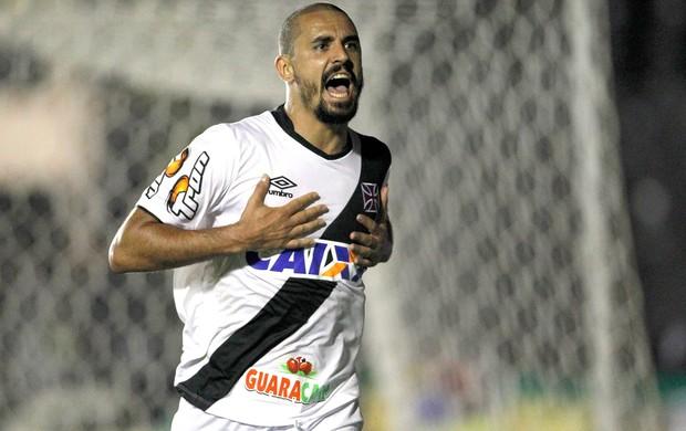 Douglas Silva comemora gol do Vasco contra o Bragantino (Foto: André Mourão / Agência estado)