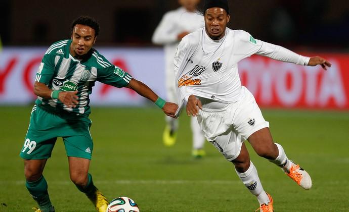 Issam Erraki e Ronaldinho, Atlético-MG x Raja Casablanca (Foto: Reuters)
