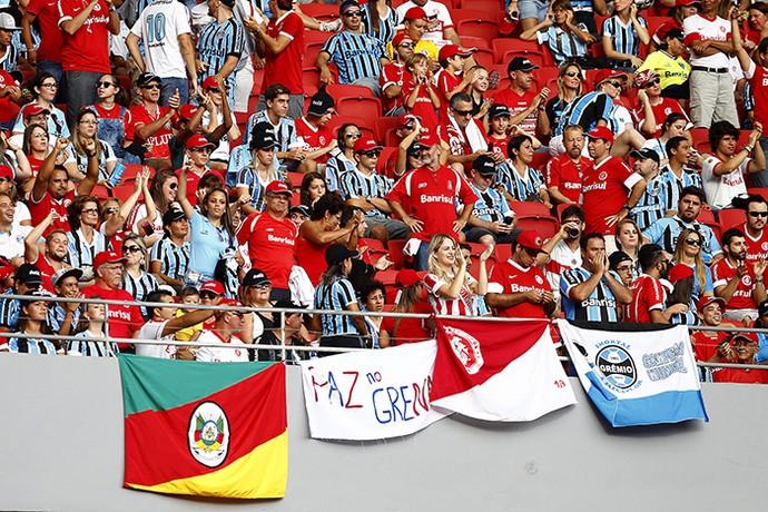 Internacional x Grêmio com torcida mista (Foto: Lucas Uebel / Grêmio FBPA)
