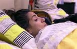 Juliana comenta com Adélia que Maria Claudia se afastou deles