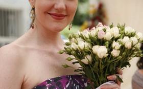Larissa Maciel se emociona durante gravação de casamento em Passione