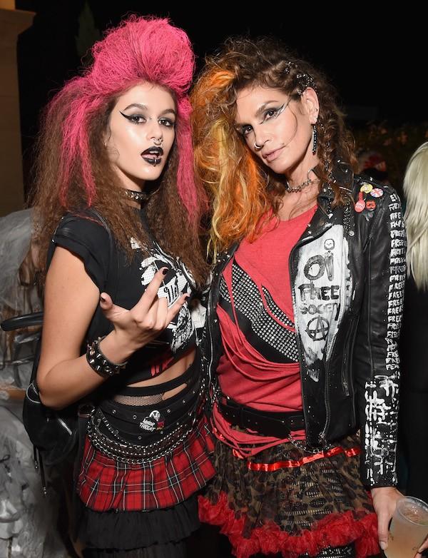 A modelo Cindy Crawford e a filha, Kaia Geber, em uma festa (Foto: Getty Images)