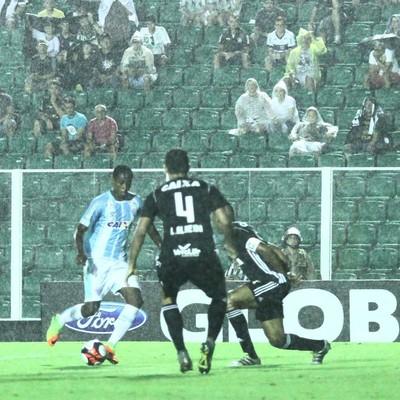 Denilson Avaí contra o Figueirense (Foto: Jamira Furlani/Avaí FC)