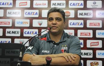 """Técnico líder da Série B lembra de jogo com 15 mil facas: """"Deu medo"""""""