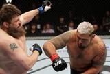 Combate Play: reveja o nocaute de Mark Hunt na luta contra Roy Nelson