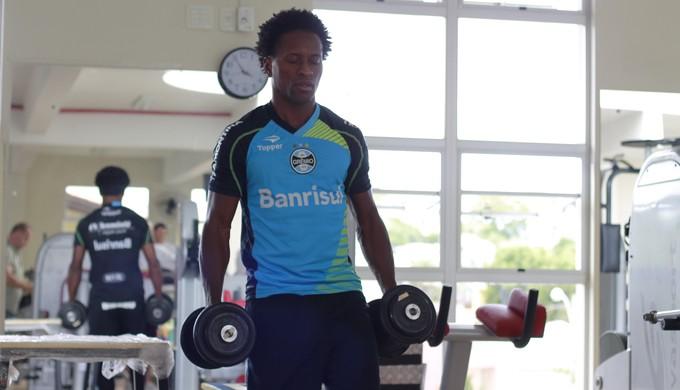 Zé Roberto em treino na academia (Foto: Diego Guichard)