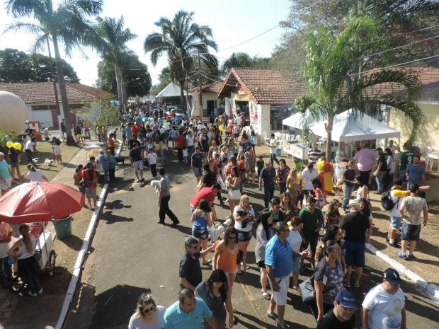 Milhares de pessoas levaram seus animais de estimação para participar do evento  (Foto: Diogo Marques/G1)
