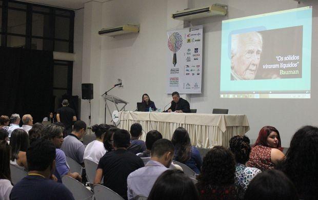 Luziane Figueiredo e Sérgio Tibiriçá Amaral falam sobre liberdade de expressão na web (Foto: Katiúscia Monteiro/ Rede Amazônica)