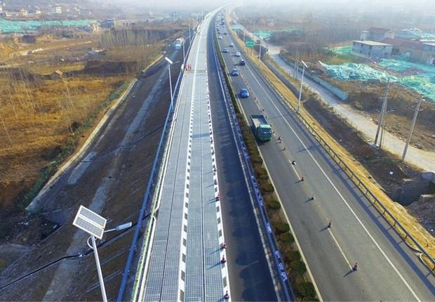 rodovia-energiasolar-china (Foto: Reprodução Twitter)