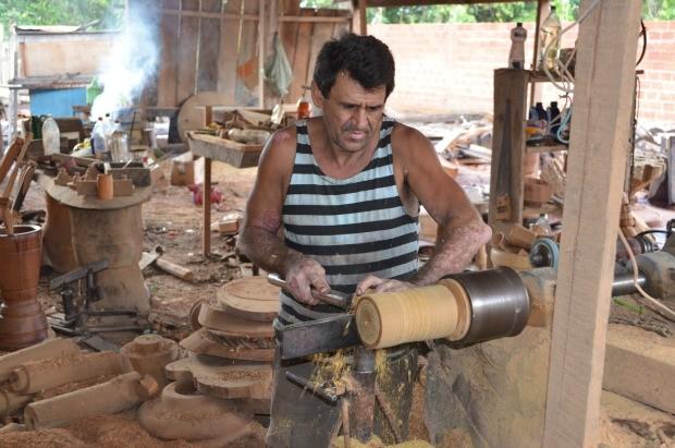 Adesivo Nuvem Branca ~ G1 Artes u00e3os se dedicamà produç u00e3o de peças entalhadas em madeira, em RO notícias em Rond u00f4nia