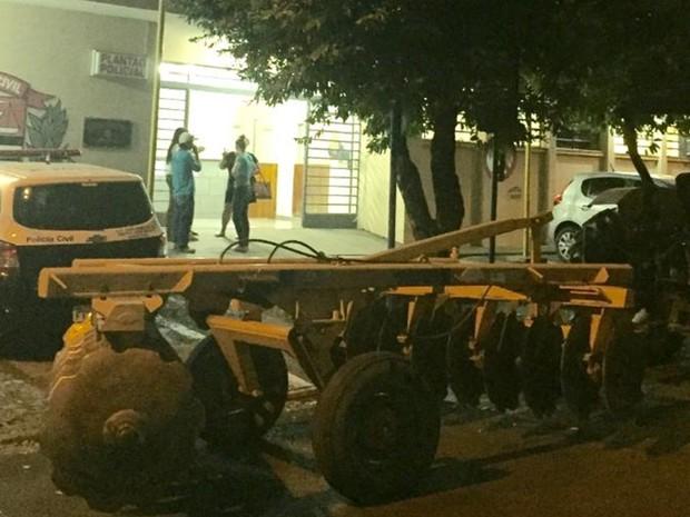 Grade que também foi recuperada pela polícia (Foto: Divulgação/DIG)