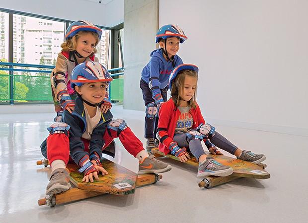 Crianças vivenciam ciência brincando (Foto: Ricardo Miura)