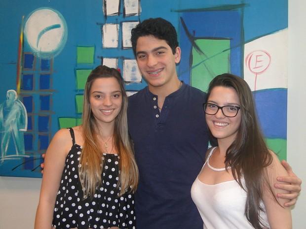 Os irmãos Beatriz, Luca e Sofia contam que apesar das desavenças são inseparáveis (Foto: Adriano Oliveira/G1)