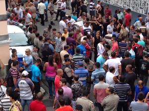 Policiais Militares estão em frente a ALE (Foto: Michelle Farias/G1)