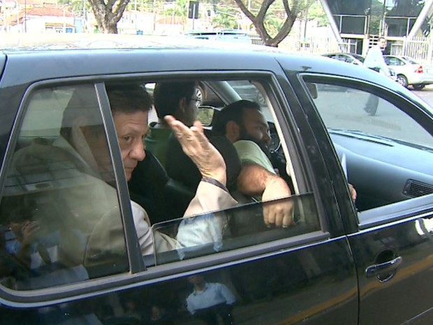 Fernando Chiarelli foi preso pela Polícia Federal ao chegar para convenção do PT do B em Ribeirão Preto, SP (Foto: Claudio Oliveira/EPTV)