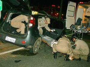 acidente deixa quatro feridos em serra de inoã (Foto: Romário Barros/Site Lei Seca Maricá)