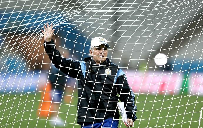 Alejandro Sabella no treino da Argentina (Foto: EFE)