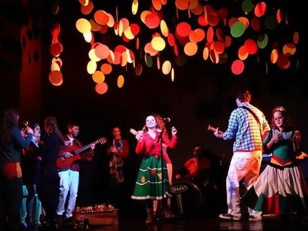 Grupo lança CD com canções sobre o folclore paranaense (Foto: Divulgação/)