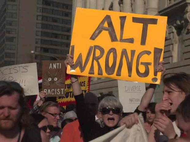 Protesto contra o alt-right nos EUA (Foto: BBC)
