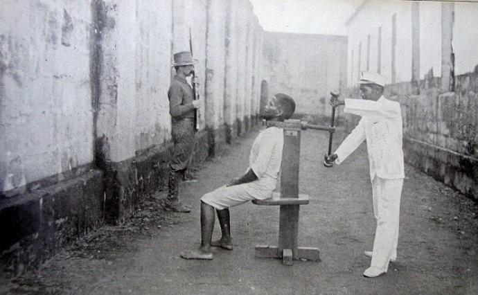 Tortura do Garrote matou muitas pessoas na Inquisição Espanhola (Foto: Reprodução)