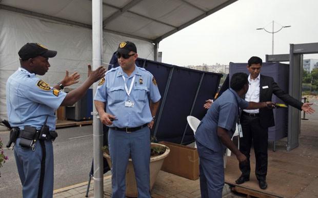 Oficiais das Nações Unidas durante preparativos para a COP-11 da Biodiversidade, que acontece a partir do dia 8 em Hyderabad, na Índia (Foto: Mahesh Kumar A/AP)