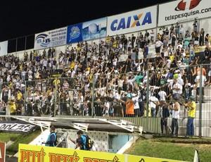 Torcida do ABC protesta (Foto: Jocaff Souza/GloboEsporte.com)