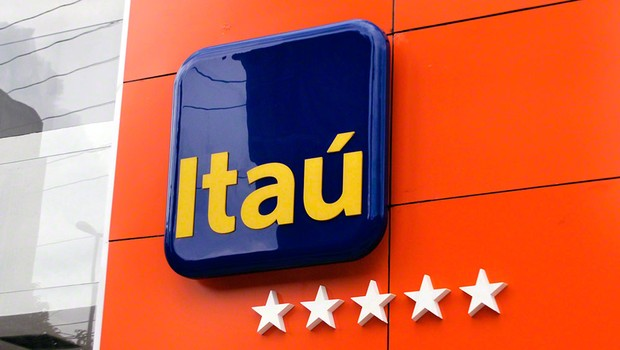 Juiz do RJ condena ex-funcionária a pagar R$ 67,5 mil ao banco Itaú