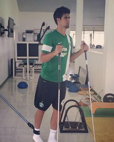 Leandro Almeida em tratamento médico no Coritiba (Foto: Reprodução/ Instagram)