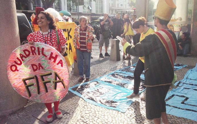 Protesto frente ao consulado frances copa do mundo (Foto: Vicente Seda)