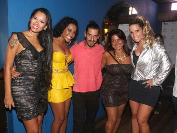 Ariadna, Solange, Miguel, Cida e taty Princesa em boate no Rio (Foto: Fábio Martins/ Ag. News)