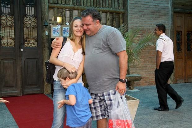 Léo Jaime com a família (Foto: Alex Palarea e Felipe Panfili/AgNews)