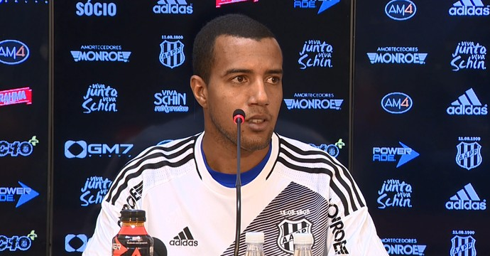 Breno Lopes, lateral-esquerdo da Ponte Preta (Foto: Márcio de Campos/ EPTV)