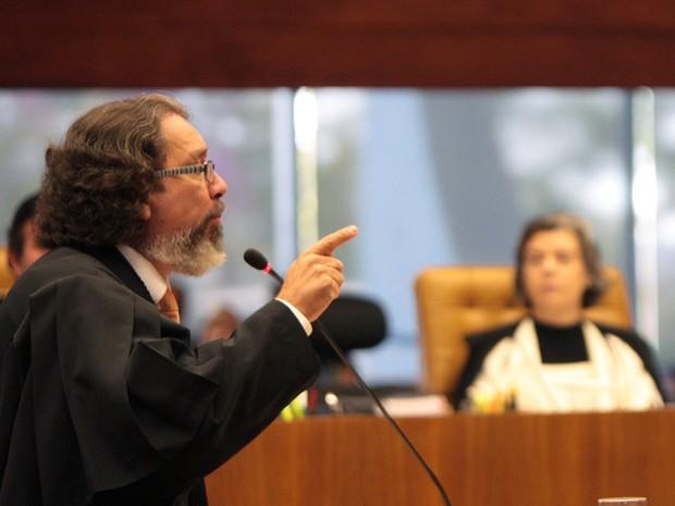 15 de agosto - O advogado Antonio Carlos de Almeida Castro, o Kakay, defensor de Zilmar Fernandes, sócia do publicitário Duda Mendonça. ocupa a tribuna no julgamento do processo do mensalão no Supremo Tribunal Federal. Kakay disse que o processo do mensal (Foto: Carlos Humberto/SCO/STF )