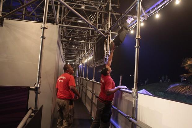 Princípio de incêndio na estrutura do Circo Voador, no Arpoador, Zona Sul do Rio (Foto: Isac Luz/EGO)