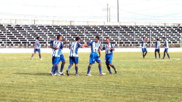 A cada gol, jogadores do São Raimundo faziam festa entre si (Foto: Adeilson Albuquerque/GLOBOESPORTE.COM)