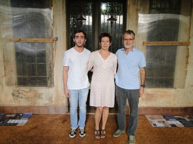 Leonardo Fernandes, aluno do Moura Lacerda, Rita Fantini e Domingos Guimarães, professores do Moura Lacerda (Foto: Fernando Machado/ G1)