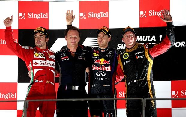 Palmas para eles! Fernando Alonso, Sebastian Vettel e Kimi Raikkonen recebem aplausos no pódio. Trio brilhou em Cingapura (Foto: Getty Images)