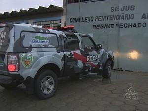 Polícia Militar ajuda nas buscas pelos fugitivos (Foto: Reprodução/TV Amazonas)