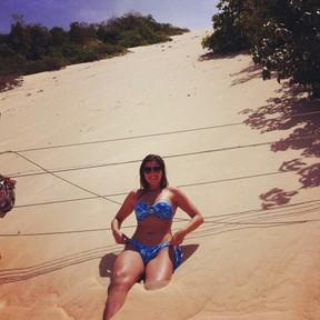 Lívia Andrade no Morro do Careca, em Natal (Foto: Twitter/ Reprodução)