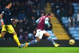 Southampton empata com Aston Villa e segue na caça do líder Chelsea