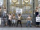 Ativistas do grupo Femen protestam em frente a Palácio da Justiça de Paris