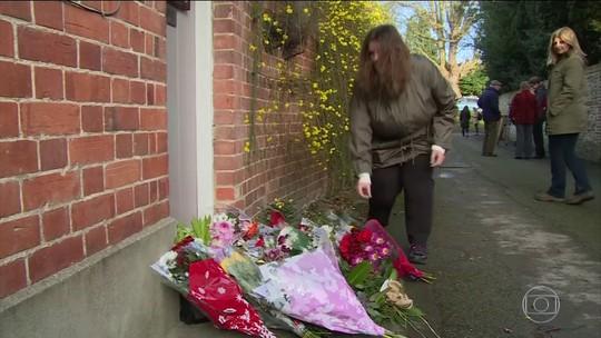 Fãs e artistas prestam as últimas homenagens a George Michael
