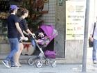 Alinne Moraes passeia com a família no Rio