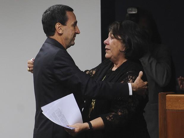 Os ministros Francisco Falcão e Eliana Calmon na cerimônia de posse do primeiro como corregedor nacional de Justiça (Foto: Wilson Dias / Agência Brasil)