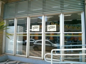 Em Itapetininga, greve atinge quatro agências bancárias (Foto: Cláudio Nascimento / TV TEM)